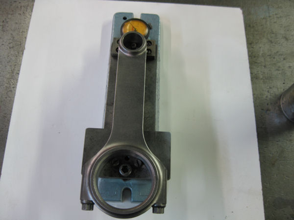 checking connecting rod for straightness and length